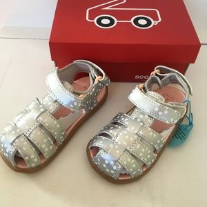 See Kai run girls silver water shoes sandals 8 new